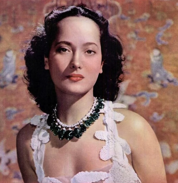 Merle Oberon in Cartier emerald necklace 1938