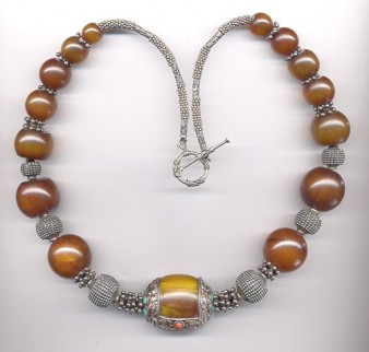 Necklace of Guinean copal with Tibetan amber bead (All-Necklaces.com)