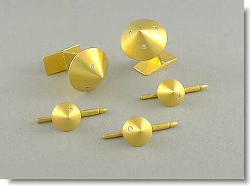 Cufflinks and studs of 18kt gold with diamonds by Abrasha