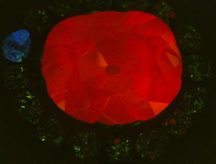 Hope Diamond glows vivid red under ultraviolet light (Smithsonian Museum of Natural History))