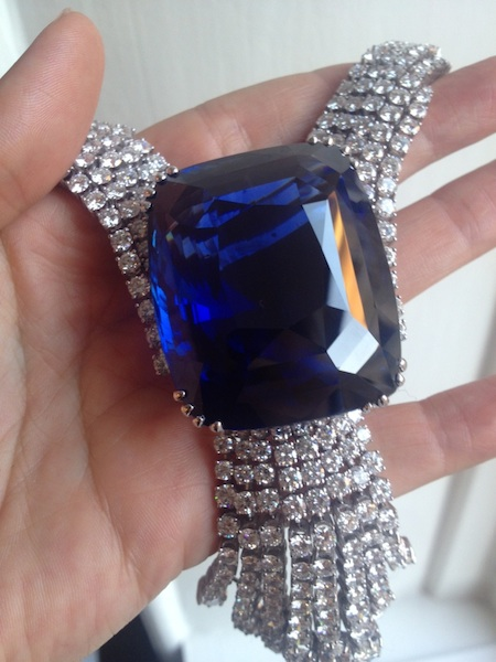 Belle of Asia 392ct sapphire in hand (Vanessa Cron/Christie's)