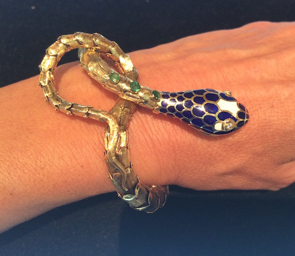 Gold and enamel snake bracelet|©Cathleen McCarthy/The Jewelry Loupe
