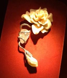 JAR coral gardenia brooch (photo Cathleen McCarthy)
