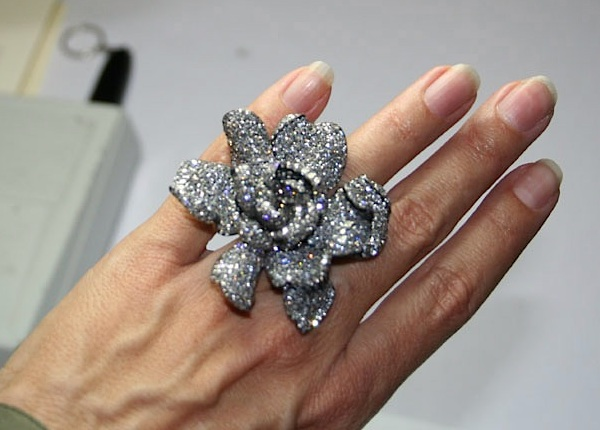 JAR gardenia (photo Cathleen McCarthy) | The Jewelry Loupe