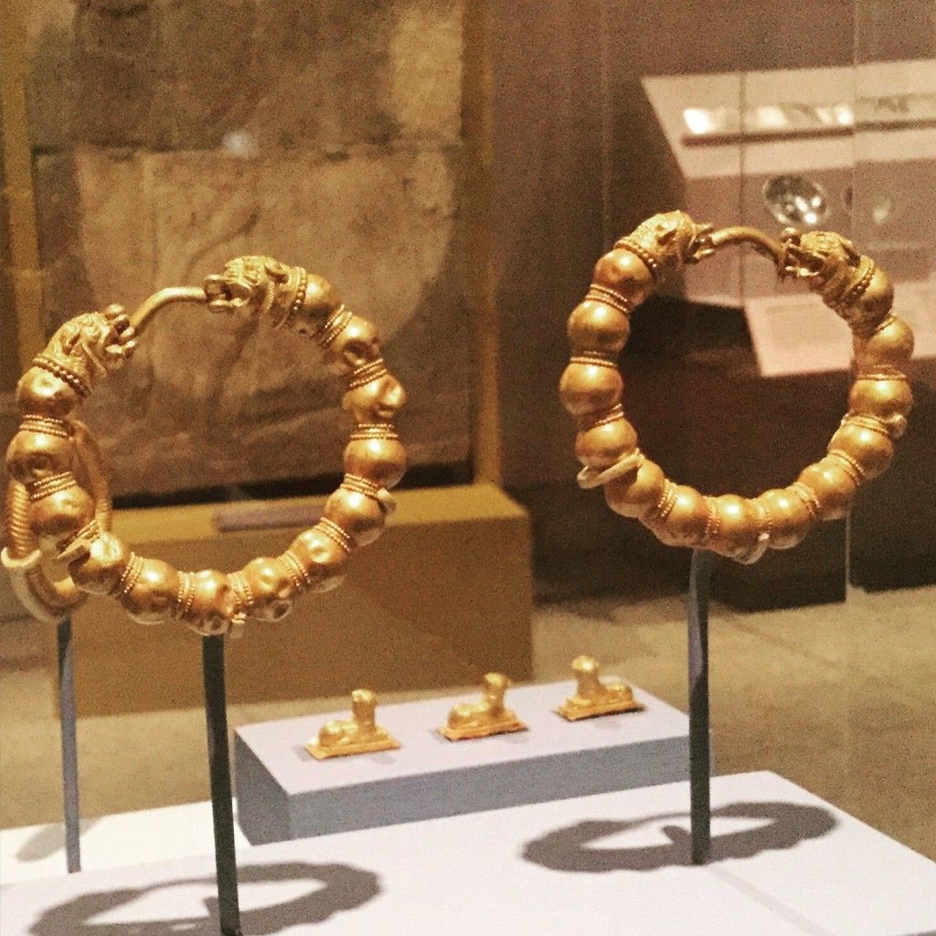 Lion-head hoop earrings Midas
