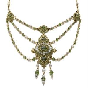 Necklace (detail) of demantoid garnet, natural pearls, plique à jour enamel, gold, c. 1900 (Siegelson New York)