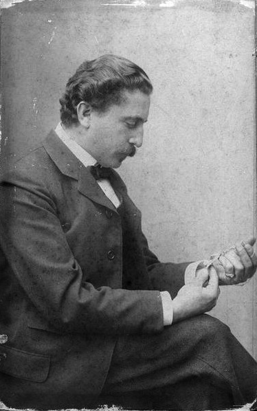 Philippe Wolfers holding a Jewel