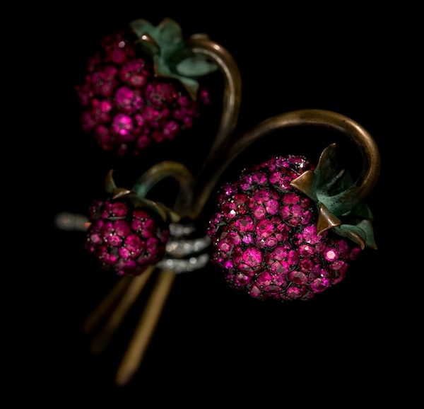 Raspberry brooch of rubies, diamonds, bronze, silver, gold, platinum by JAR, 2011