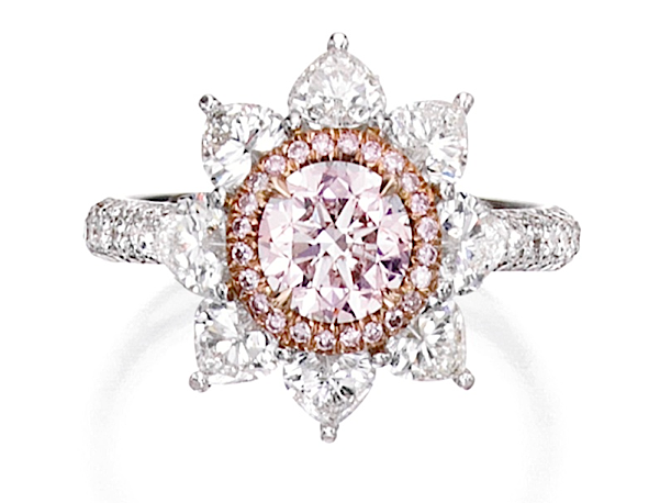 Ring of 1.01ct light pink diamond, pink diamonds, heart-shaped diamonds