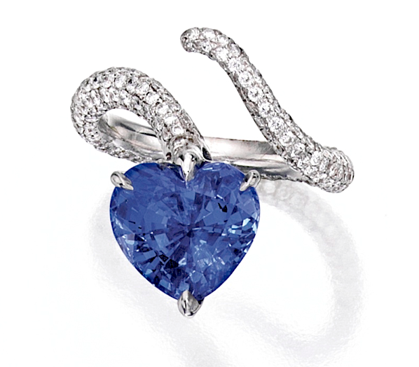 Ring of 8.34ct sapphire & diamonds in 18k gold