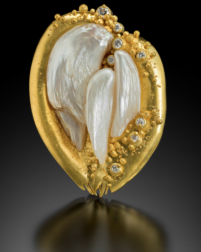 Brooch of pearl, gold and diamonds by Lilly Fitzgerald
