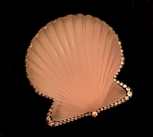 JAR quartz seashell brooch (photo Cathleen McCarthy/The Jewelry Loupe)