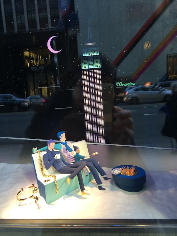 Male couple in Tiffany's holiday window (photo Cathleen McCarthy/The Jewelry Loupe)