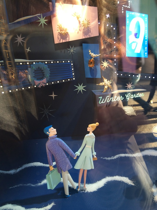 Tiffany window couple shopping (photo Cathleen McCarthy/The Jewelry Loupe)
