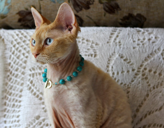 Cat necklace from TrendyKitty, Etsy