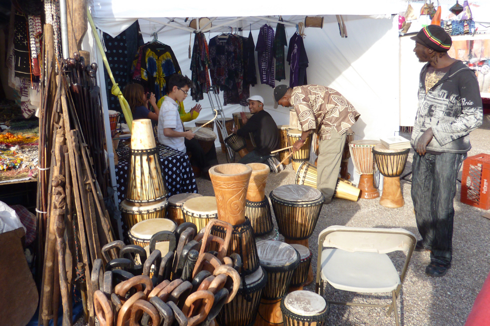 Drumming at Tucson Gem Show (Cathleen McCarthy/The Jewelry Loupe)