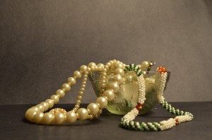 pearls-necklaces-jewels-jewelry-public-domain-300x198