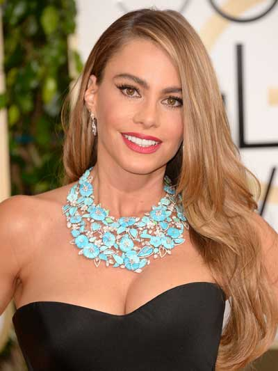 Sofia Vergara in Lorraine Schwartz bib necklace of turquoise with diamond accents