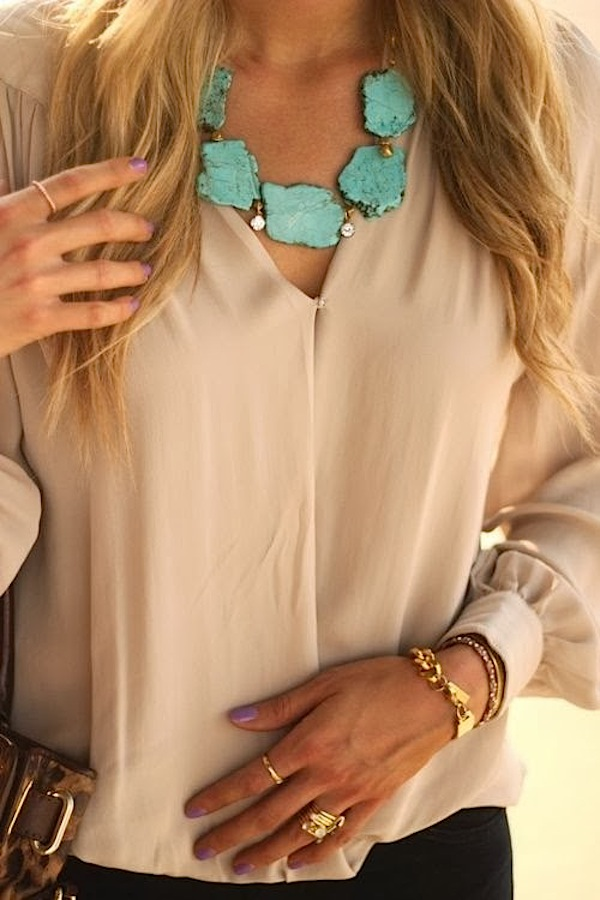 Turquoise statement necklace from the Fun and Fashion blog (funnfashion.net)